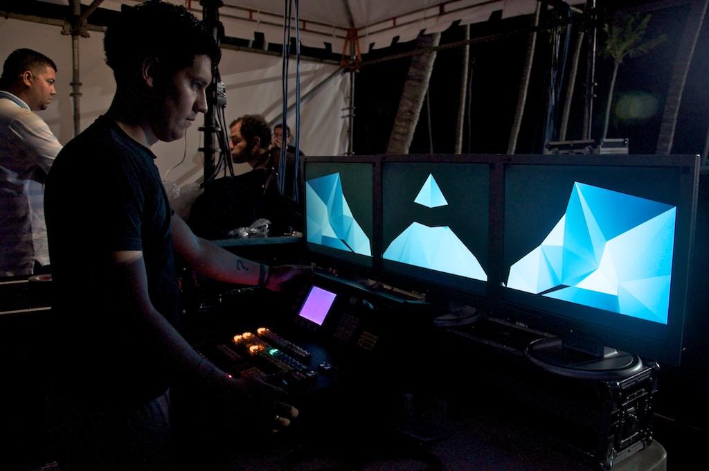 Luis, técnico de vídeo, en su puesto de combate